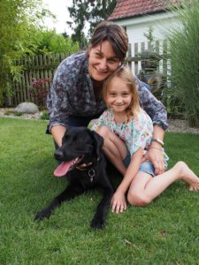 Diabetespatientin mit Mutter und Hund, (c) Dr. Anja Becker